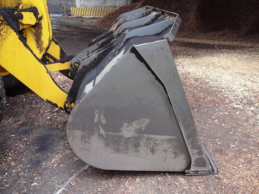Könnyűanyag kanál hidraulikus tolózárral – Famo Kft.