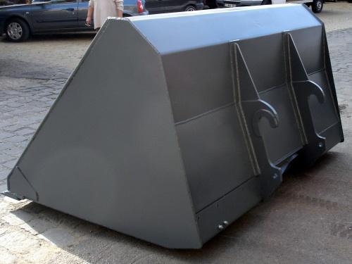 Könnyűanyag kanál ömlesztett anyagok rakodására – Famo Kft.